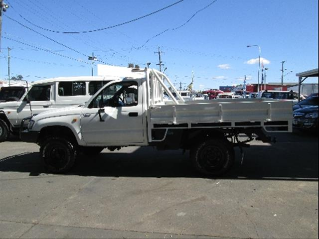 2004  TOYOTA HILUX  KZN165R MY02 CAB CHASSIS
