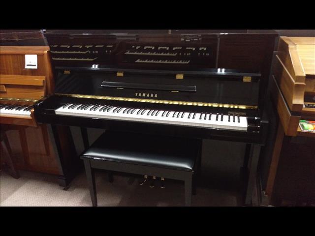 Yamaha Upright Piano Polished Ebony T121