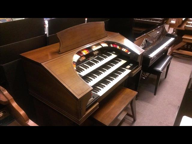 CONN Organ 580 Theatreette, Walnut  Series II