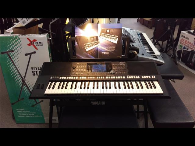 Yamaha PSRS 950  Arranger Workstation Keyboard
