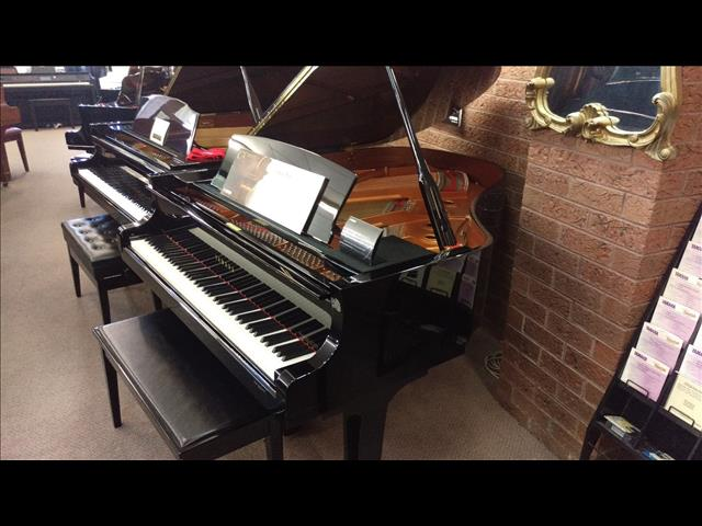 Yamaha C2X Polished Ebony Grand Piano Only two years old