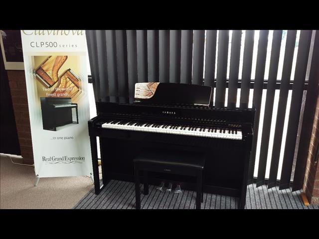 Yamaha Clavinova CLP575 Digital Grand Piano Polished Ebony