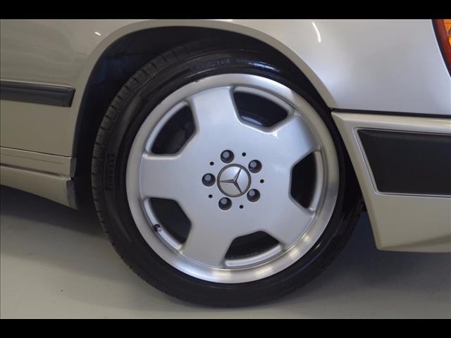 1987 MERCEDES-BENZ 300E  W124 SEDAN