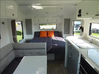 NEW 2017 OLYMPIC MARATHON *** SOLD*** 18 FT WITH 2 BUNKS