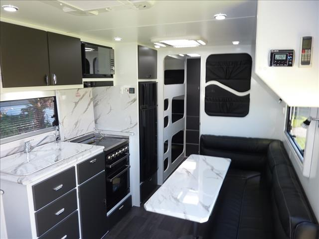 NEW 2018 CHESTERFIELD 22FT 6IN FAMILY CARAVAN WITH ENSUITE