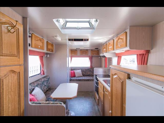 2001 18ft Bushtracker Ultimate Offroad Caravan
