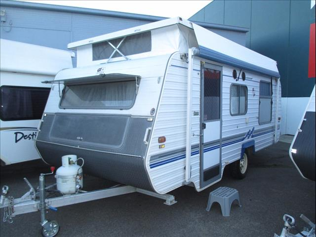 Monarch Crusader Caravan, 17' Single Axle 1998 Model, Front Kitchen and Island Double Bed...