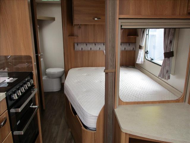 2015 SWIFT EXPLORER 4FB, Single Axle, Ensuite, Shower and Toilet, Sleeps 4 in comfort.....
