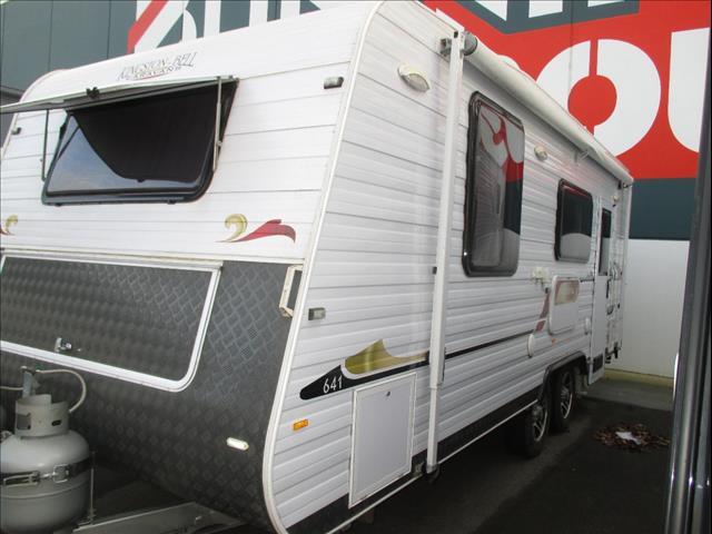 Kingston-Bell Park Royal 645, 2013 Model, 21'Tandem Tourer, Queen Bed and Ensuite