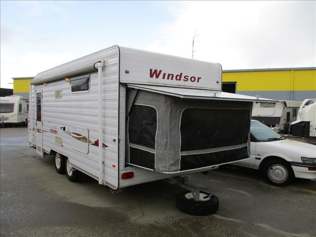 2008 WINDSOR RAPID Family Van with BUNKS and Shower and Toilet.....