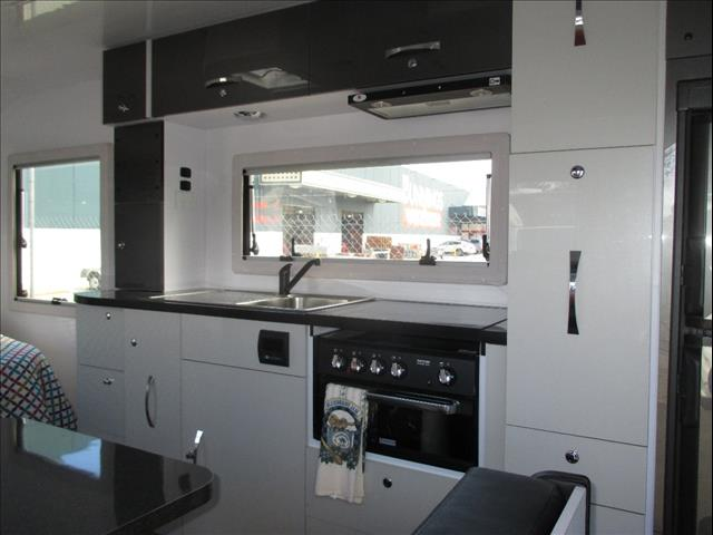 """Swift Experience 19'6"""" Tandem Tourer, 2017 Model, Queen Bed and Full Ensuite..."""