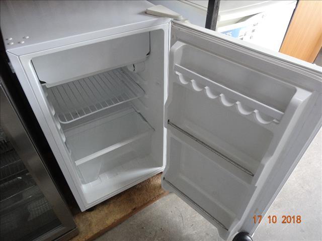 Casera 103L bar fridge
