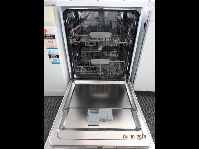 Ariston white dishwasher