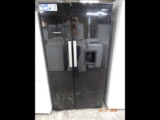 Beko 600L black side by side fridge/ freezer