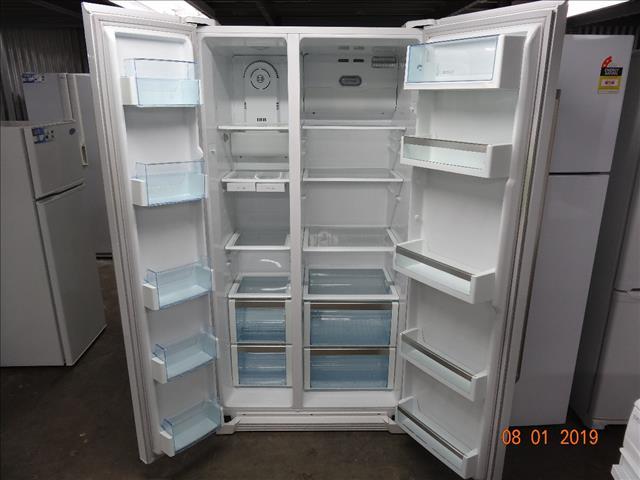 Bosch 618L side by side fridge/ freezer