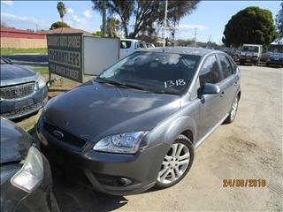 Ford Focus LS Zetec 10/2007 color Grey (WRECKING)