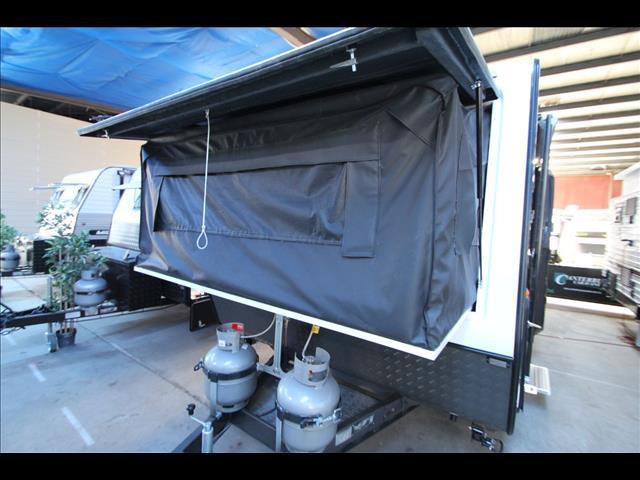 2017 Paramount Duet Expander caravan shower & toilet