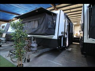 17'6 Paramount Combo shower and toilet with Bunks
