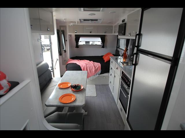 19'6 Paramount Enforcer Family bunk caravan off road 4x4