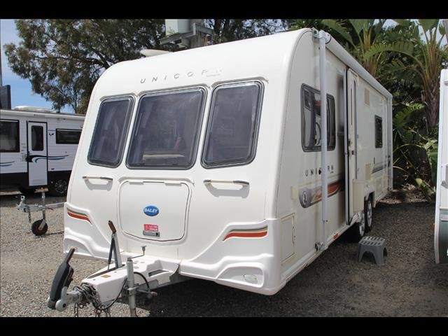 2012 Bailey Unicorn Barcelona w/ensuite toilet and shower