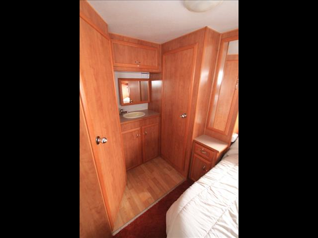 2006 Paramount Delta with Separate Shower & Toilet