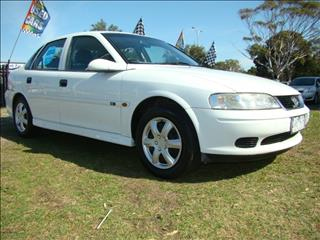 2001  HOLDEN VECTRA GL JS2 SEDAN