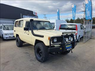 1988 TOYOTA LANDCRUISER (4x4) 11 SEAT HJ75RV TROOPCARRIER