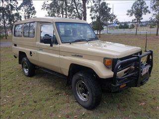 1987 TOYOTA LANDCRUISER (4x4) 11 SEAT HJ75RV TROOPCARRIER