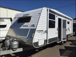USED 2011 CREATIVE FAMILY CARAVAN