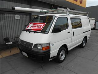 2004 TOYOTA HIACE  RZH103R 4D VAN