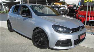 2010 VOLKSWAGEN GOLF R 1K MY11 5D HATCHBACK