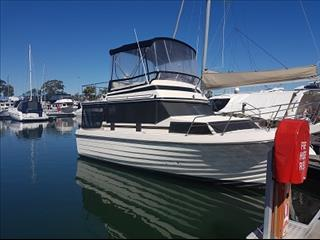 Cruisemaster 32 ft flybridge boat