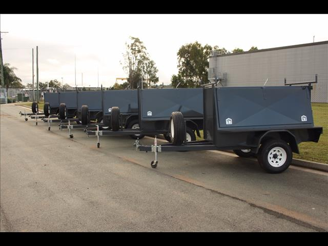 Builders Trailer 7 x 4 Landcruiser wheels