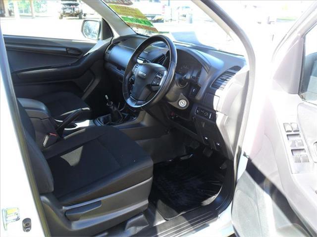 2017  ISUZU D-MAX SX (4x2) TF MY17 RWD CREW CAB UTILITY