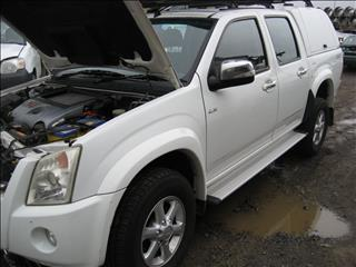 ISUZU D MAX 2010 FOR WRECKING (COMPLETE CAR ) TURBO DIESEL For Sale