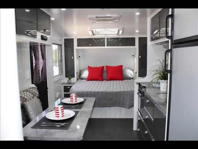 2017 On The Move TRAXX Bunk caravan 22'