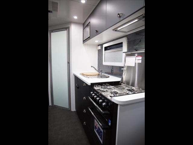 2021 On The Move Caravans Series 2 TRAXX  Bunk Caravan 18'6
