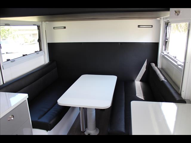 2018 Royal Flair Family Flair with RV Bed