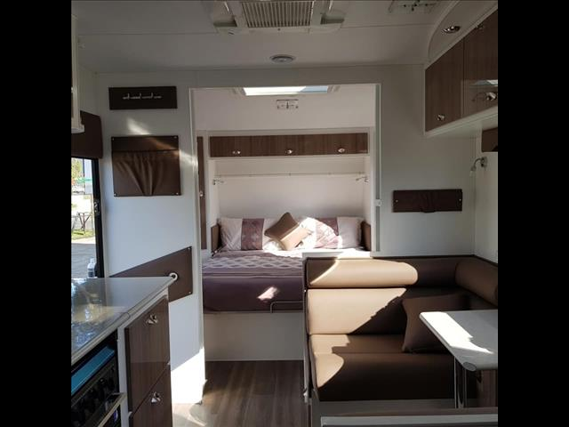 Scenic Voyager Outer Limits Family Van  2018
