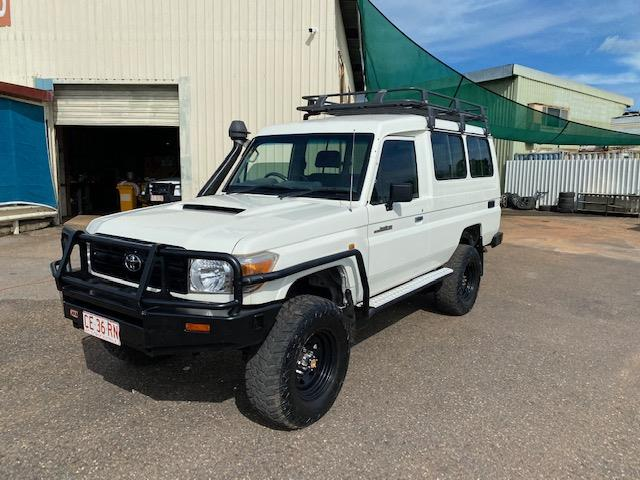 2013 TOYOTA LANDCRUISER WORKMATE (4x4) 11 SEAT VDJ78R MY12 UPDATE TROOPCARRIER