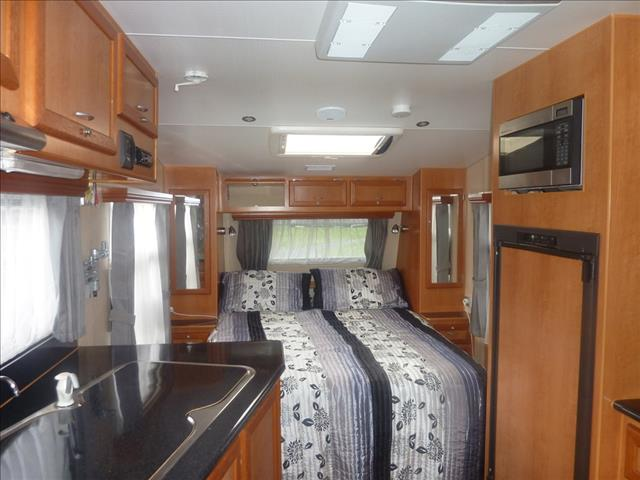 2010 OLYMPIC 18FT 6 IN SEAVIEW 560 TANDEM CARAVAN