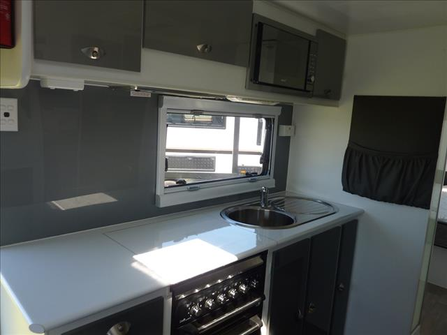 2018 USED VILLA ITALIA 22FT 6IN CARAVAN WITH SHOWER AND TOILET