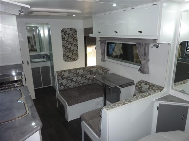 NEW 2018 OLYMPIC MARATHON CARAVAN WITH FULL ENSUITE AND ANNEXE
