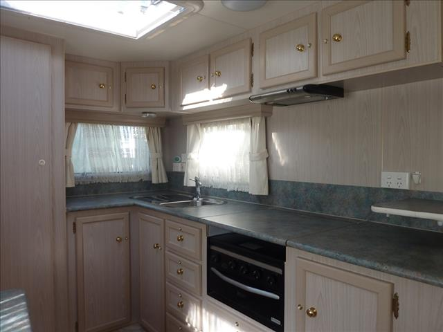 2007 SCENIC VEGA 18FT 6IN SHOWER CARAVAN