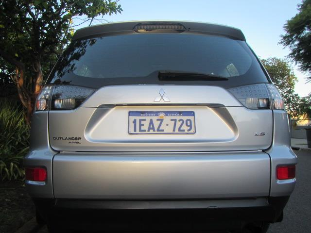 2012 MITSUBISHI OUTLANDER LS FWD ZH MY12 4D WAGON
