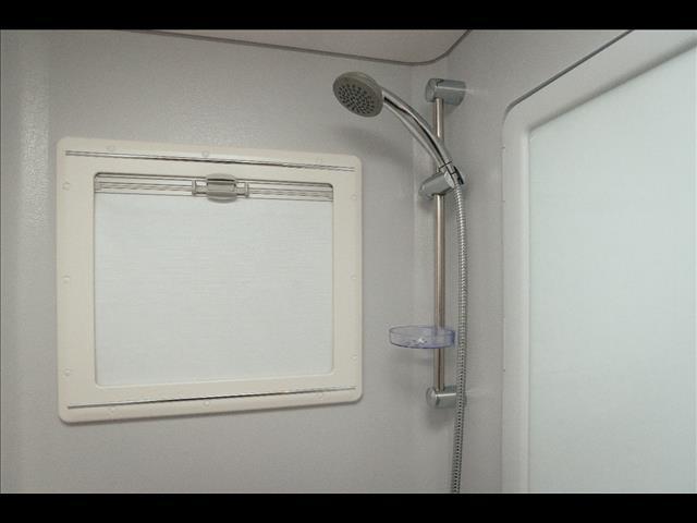 2018 Bushtracker 22' bunk van