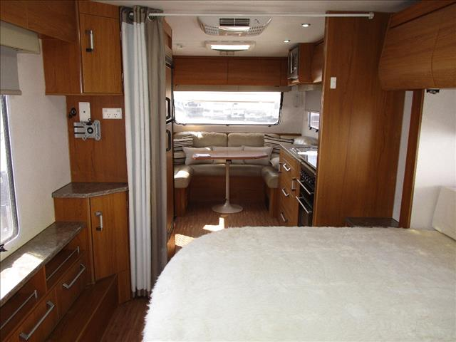 2011 Jayco Sterling Model 24.75-2, Slide Out , Queen Bed, Full Ensuite, Front Club Lounge.....