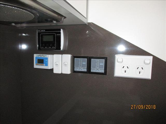 2012 Concept Vision 22' Tandem Tourer, Ensuite, Queen Bed, Club Lounge......