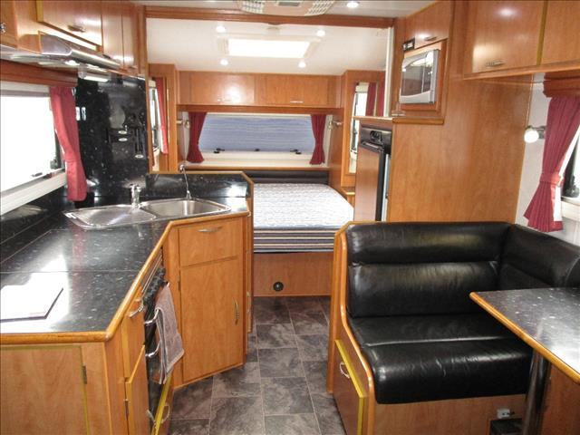 "2011 Aussie Wide 21'6"" Tandem Tourer, Queen Bed, Full Ensuite, Cafe Seating......"