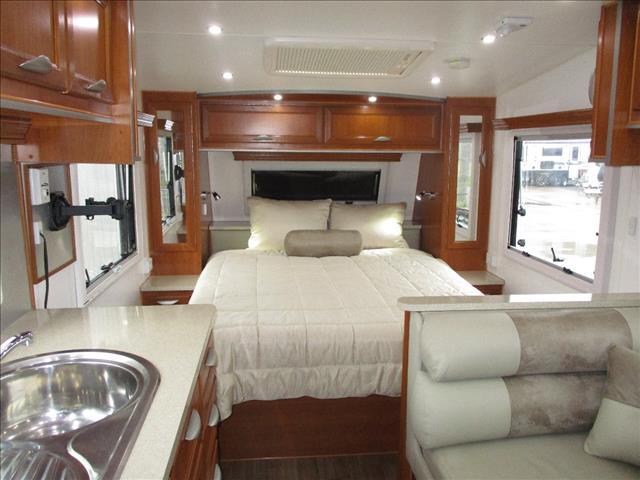2013 Regent Cruiser 20' Tandem Tourer, Queen Bed, Cafe Seating, and Full Ensuite.....